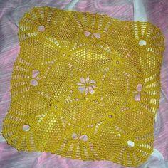 Serwetka żółta z błyszczących nici.  Przed dokonaniem kupna proszę o zapytanie czy produkt jest dostępny.
