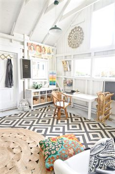 Stylish She Sheds: Bright tropical home office with geometric rug and rattan accents Home Office, Shed Office, Garden Office, Big Sheds, Small Sheds, Shed Makeover, Craft Shed, Backyard Sheds, Backyard Buildings