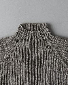Pullover Ravelry: Ribbed Raglan Pullover pattern by Purl SohoYou can find Soho and more on our website.Pullover Ravelry: Ribbed Raglan Pullover pattern by Purl Soho Knitting Blogs, Sweater Knitting Patterns, Knitting Designs, Knit Patterns, Baby Knitting, Ravelry, Raglan Pullover, Bobe, Purl Soho