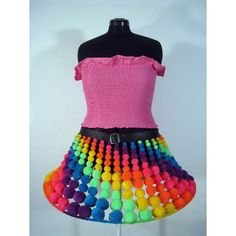 Totally want to make this pompom skirt.
