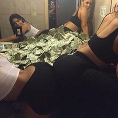 Money x stripper booty 😻😻 Estilo Gangster, Gangster Girl, Badass Aesthetic, Bad Girl Aesthetic, Best Friend Goals, Best Friends, Fille Gangsta, Trap Queen, Mode Mantel