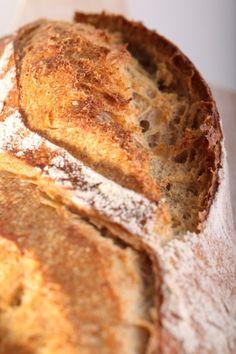 Bread scoring with confidence - iron hand in velvet glove
