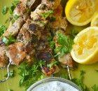 Πως να καθαρίσετε τους τοίχους   Συνταγές - Sintayes.gr Salads, Chicken, Meat, Food, Recipies, Essen, Meals, Yemek, Salad