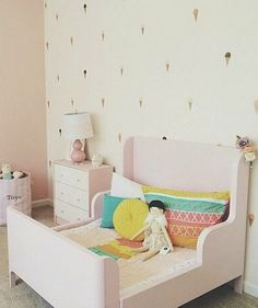 Chambre petite fille, rose pastel | Light pink girl's room