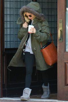 Sienna Miller New York City February 11 2015 | Sienna Miller wearing Mansur Gavriel Bucket Bag