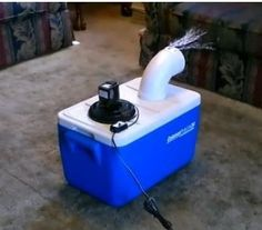 Want to Quickly DIY your own Air Conditioner? Check out this DIY Air Conditioner Unit! Lower your electricity bill amid the summer heat with this summer DIY Ice Air Conditioner, Homemade Air Conditioner, Redneck Air Conditioner, Dyi, Diy Ac, Easy Diy, Homemade Ac, Homemade Products, Small Solar Panels