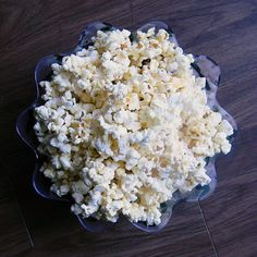 I'm calling this recipe my Homemade Sweet & Salty Popcorn. It is actually, taste-wise, very similar to Kettle Corn popcorn. I was going to call it Homemade Kettle Corn, but the only differ Popcorn Recipes, Cooking Popcorn, Snack Recipes, Homemade Popcorn, Easy Delicious Recipes, Great Recipes, Yummy Food, Favorite Recipes, Amazing Recipes