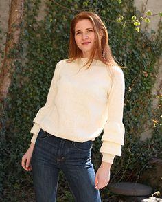 Liljegenseren er en vakker og elegant strikket genser. Rysjeermene gir genseren et feminint preg, men uten å bli for sukkersøt.