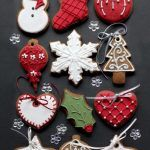 These Christmas cookies are amazing! For all your Christmas cake decorating supplies, please visit w. Christmas Biscuits, Christmas Tree Cookies, Christmas Sweets, Christmas Cooking, Noel Christmas, Christmas Goodies, Holiday Cookies, Christmas Crafts, Christmas Decorations