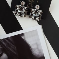 #earringfashion #earrings #fashionearrings #handmadejewelry #handmade #jewelrydesign #jewelry #jewellery #jewellerydesign #jewels #design #accessories #edtaccessories #style #fashion #fashionista #stone #swarovskicrystals #swarovski #autumn #winter #grey