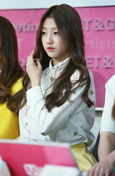 Lovelyz - Jung Ye In (Yein) Yein Lovelyz, Woollim Entertainment, Ji Soo, Kpop Girls, Musicals, Idol, Cute, Women, Women's
