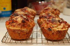 Često mijenjam kombinacije kada pravim slane muffine. Mališani ove prosto obožavaju. Odvojite bjelanca od žumanaca i umiješajte ih u snijeg. D...