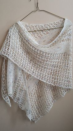 Wildheart is stunning one skein wonder with modern lace and dynamic sense of movement.