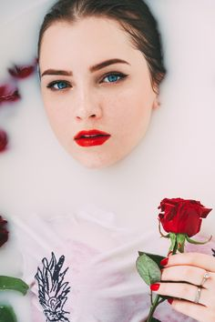 Milk bath with rose. Photo by @annabell0507