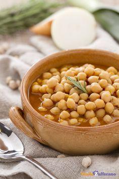 Servite e gustate la #zuppa di ceci (chickpea soup) appena fatta, quando ancora…