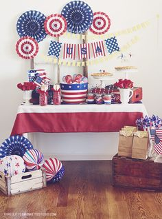 A Patriotic of July + A Free Banner. Shown your red white and blue this of July! 4th Of July Celebration, 4th Of July Party, Fourth Of July, Usa Party, 4th Of July Decorations, Party Table Decorations, Party Tables, Deployment Party, American Party