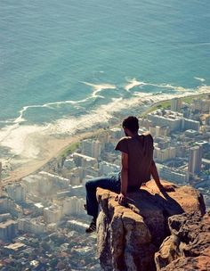 what a breathtaking view of the city of Cape Town in South Africa...............