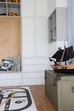 Die neue Schrankwand und Lieblingsdeko für das Kinderzimmer meines Sohnes Interior Design Guidelines, Ikea Eket, Kids Bedroom Designs, Bookshelves Kids, Kids Room Organization, Ikea Storage, Kid Spaces, Interior Design Living Room, Home Furnishings