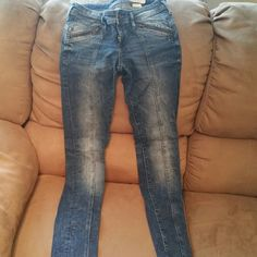H&M sin skinny jeans 26x32 Skinny jeans great condition H&M Pants Skinny