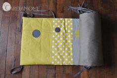 tour de lit DIY Couture Bb, Couture Sewing, Diy Bebe, Craft Accessories, Grey Yellow, Baby Sewing, Baby Love, Diaper Bag, Baby Kids