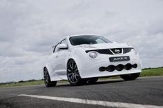 NISSAN JUKE-R: MIT POWER INS NEUE JAHR - Der JUKE-R bezieht seinen Reiz aus der Zusammenführung zweier Fahrzeuge und entspricht damit nebenbei auch der Crossover-Philosophie der Marke. Zum einen besitzt er die technologischen Komponenten des Supersportwagens GT-R – der ebenfalls am Nissan-Stand zu sehen ist -, zum anderen das kompakte Chassis und den Charme des JUKE. http://www.nissanfanblog.de/mit-power-ins-neue-jahr #nissan #nissanfanblog #nissanjuke #nissanjuker #juke #juker
