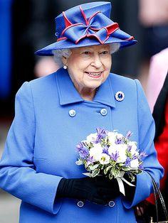 Her Royal Highness Queen Elizabeth II at Cambridge University in 2011 Hm The Queen, Royal Queen, Her Majesty The Queen, Save The Queen, Queen Hat, Royal Uk, British Royal Families, Elisabeth, Queen Of England