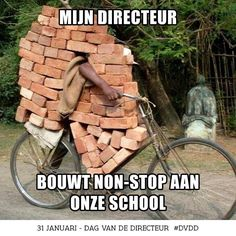 Brick transport by bike. Seek and find the biker / stenen transport per fiets Picture Day, Pic Pic, Belle Photo, Funny Photos, Humorous Pictures, Funny Images, Funniest Pictures, Comedy Pictures, Bing Images