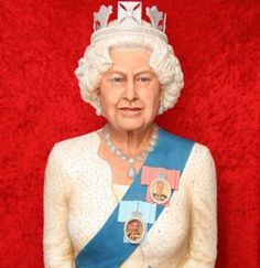 Food artist Michelle Wibowo has unveiled a life-size sculpture of the Queen made from sugar, accompanied by a corgi made from fruit cake.