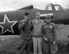 1944, Ukraine, Poltava, american and russian pilots, with P-39Q Airacobra fighter plane http://www.fortepan.hu/