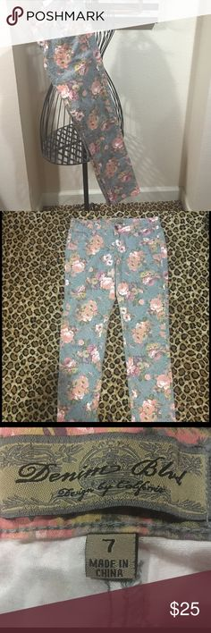 Floral denim jeans. Size 7. Skinny floral jeans. In great condition, only worn a couple times. Denim blvd  Jeans Skinny
