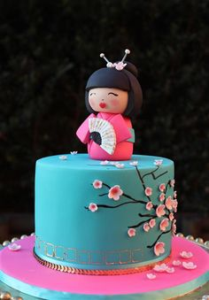 Turquoise Cherry Blossom Cake with Geisha Girl Topper Fancy Cakes, Cute Cakes, Pretty Cakes, Beautiful Cakes, Yummy Cakes, Chinese Cake, Japanese Cake, Japanese Doll, Japanese Style