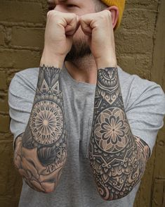 The mandala tattoo in all its seams for women and men - tattoo mandala bra . - Le tatouage mandala sous toutes ses coutures pour femmes et hommes – tatouage mandala bra… The mandala tattoo in all its seams for women and men – mandala tattoo arm man – Best Leg Tattoos, Leg Tattoo Men, Calf Tattoo, Best Sleeve Tattoos, Body Art Tattoos, Tattoos For Guys, Maori Tattoos, Tattoo Forearm, Best Tattoos For Men