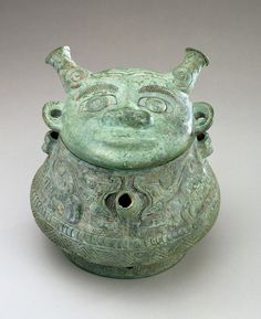 Lidded ritual ewer (he) with dragons ca. 1200-1100 B.C.E. Shang dynasty Bronze H: 6.6 W: 16.3 D: 15.0 cm Yangzi River Valley, China