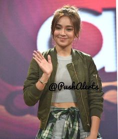 """""""Yung ABS Ni Karh oh © : Kathryn Bernardo does justice to any outfit she wears! We loved her street style on ASAP today. For our complete…"""" Kathryn Bernardo Hairstyle, Kathryn Bernardo Outfits, Child Actresses, Child Actors, Hi Gorgeous, Daniel Padilla, Liza Soberano, Star Magic, Queen Of Hearts"""
