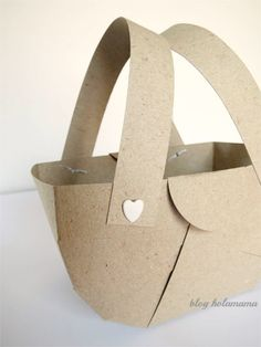 DIY picnic basket. I know these are mini, but blow up the patern, and maybe line with fabric?