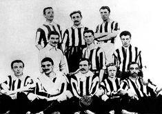 1905 fue el año en el que Juventus conquistó por primera vez el campeonato nacional, ante el Genoa CFC. En aquella época el portero no se distinguía todavía  por llevar una camiseta de otro color.