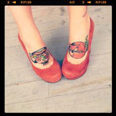 tattoo feet fox teacup