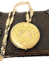 Antique and Designer Necklaces Locket Necklace, Jewelry Necklaces, Lockets, Necklace Designs, Costume Jewelry, Art Nouveau, Artisan, Luxury, Antiques