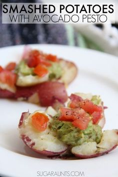 Vegan smashed potatoes with avocado pesto. Pesto is made with almonds instead of pine nuts. Cooking with Kids recipe that kids can cook and try new foods! New Recipes, Vegan Recipes, Favorite Recipes, Italian Recipes, Cooking Recipes, Avocado Pesto, Cooking With Kids, Bulgur, Vegane Rezepte