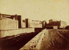 Enderroc de la Ciutadella El 1841, la Junta Suprema de Vigilància, la Diputació i l'Ajuntament van ordenar l'enderroc de la ciutadella, però el Govern central no hi va estar d'acord i va obligar la ciutat a reconstruir-la. L'odiat edifici militar no es va enderrocar fins 28 anys més tard. El fotògraf Joan Martí va prendre aquesta imatge de l'enderroc de la ciutadella a la dècada del 1870. Història de la ciutat de Barcelona