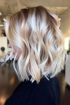It's true, you can observe that balayage works pretty nicely with all hair lengths. Still another website to explain to you how balayage is finished. You can't fail with this gorgeous b… Blond Ombre, Ombre Hair Color, Short Ombre, Short Wavy, Brown Blonde, Short Curled Hair, Short Hair Waves, Brown Hair, Caramel Blonde