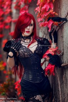 Top Gothic Fashion Tips To Keep You In Style. As trends change, and you age, be willing to alter your style so that you can always look your best. Consistently using good gothic fashion sense can help Dark Beauty, Goth Beauty, Dark Gothic, Dark Fashion, Gothic Fashion, Fashion Tips, Style Fashion, Romantic Fashion, Emo Fashion