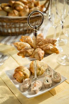 Wraps mit zwei Füllungen Dinner For One, Snacks Für Party, Tortellini, Buffet, Brunch, Place Card Holders, Wraps, To Go, Finger Food