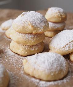 Pehmeät sitruunajuustokakku pikkuleivät (myös gluteeniton) - Kulinaari-ruokablogi Takana, Biscotti, Food And Drink, Gluten Free, Bread, Cookies, Desserts, Recipes, Baking Ideas