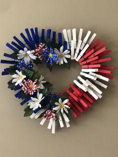 Hanger Crafts, Wreath Crafts, Craft Stick Crafts, Diy Wreath, Crafts To Do, Patriotic Crafts, July Crafts, Holiday Wreaths, Holiday Crafts