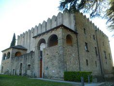 Os invitamos a pasear por el  Castillo de Montesquiu.  #historia #turismo  http://www.rutasconhistoria.es/loc/castillo-de-montesquiu