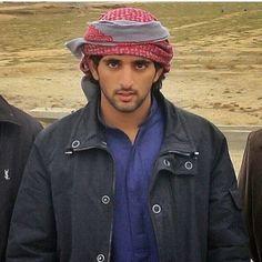 Prince Crown, Royal Prince, Prince And Princess, Dubai, Turbans, Arabic Wedding Dresses, Strong Woman Tattoos, Royal Family Pictures, Handsome Arab Men
