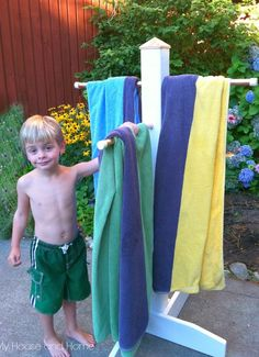 {DIY} Towel tree for your towels by the pool! Or just for outside the house when the kids come home from the pool! Backyard Projects, Outdoor Projects, Home Projects, Pool Furniture, Backyard Paradise, My Pool, Outdoor Pool, Outdoor Stuff, Cool Pools