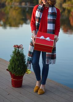 The Monogramed Life: Fashion Friday: Feeling Festive Casual Holiday Outfits, Winter Outfits, Prep Style, My Style, Autumn Winter Fashion, Fall Winter, I Fall To Pieces, College Wardrobe, Friday Feeling