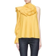 Rosie Assoulin Plissé pleated one-shoulder floral shirt (€1.330) ❤ liked on Polyvore featuring tops, yellow, one shoulder shirt, yellow shirt, floral tops, yellow floral shirt and floral print tops